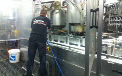 Technische Reinigung für saubere Produktionsanlagen und Werkzeug